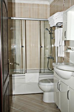 Dara Hotel Istanbul: Family--Bath Room