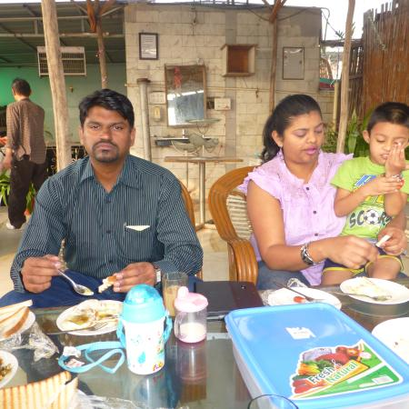 OYO 3349 Hotel Anoop: breckfast at the roof top restaturant