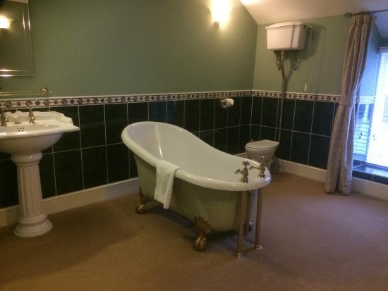 Brigands Inn: bathroom