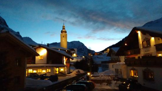 Hotel Garni Lavendel: View of the church at dusk from our bedroom