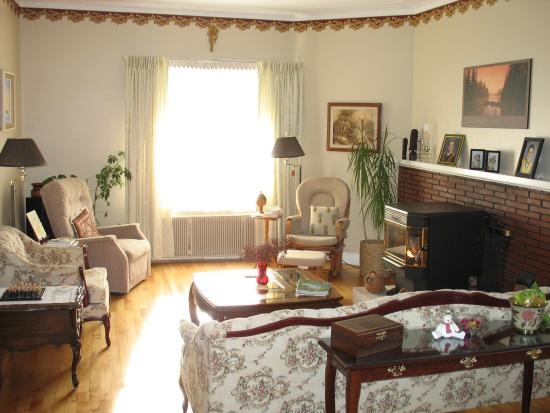 The Nelson House Bed and Breakfast: Guest's Living Room
