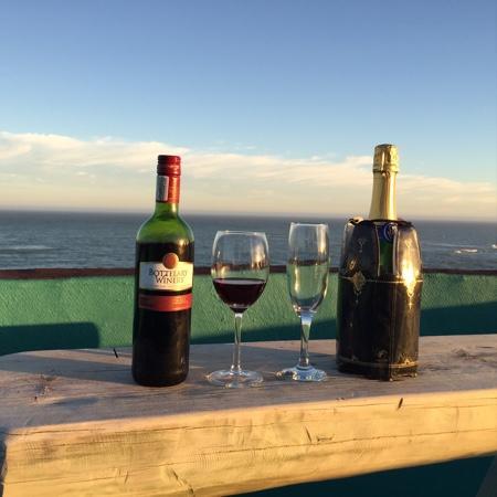 Valparaiso Guesthouse: sunset drinks