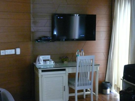 Aagami Hotel: tv and mini bar