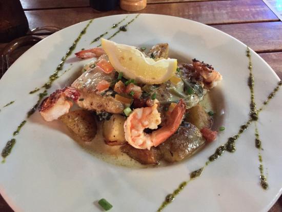 Barracuda Restaurant & Bar: Thaïfusion : Filet de barracuda avec crevettes, épinards, pomme de terre sautées