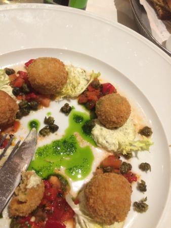 Brasserie Lipp: Crab cakes .... Wow! Fantastic! Food great, wine fantastic, service wonderful