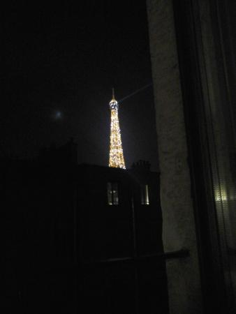 Eiffel Rive Gauche: tout les soir a 23H et a minuit le tour Eiffel illumine pendant 5 minutes