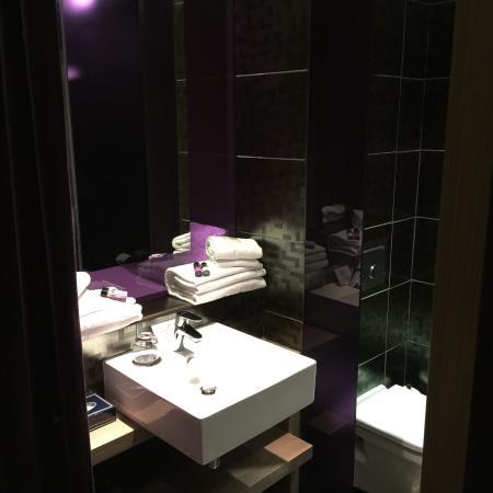 Citiz Hotel: Salle de douche , toilette