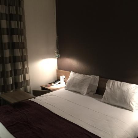 Citiz Hotel: Petite chambre pas trop insonorisé