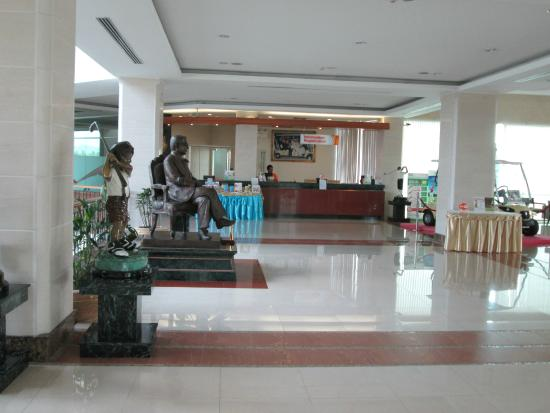 Pattana Golf Course: The luxurious reception area for golf, hotel or conference guests