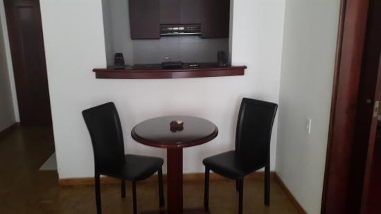 Aparta Suite Torre Poblado: Spacious Suites