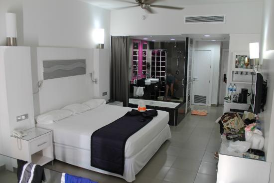 Hotel Riu Palace Las Americas In Cancun Mexico
