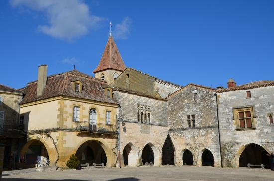 Place des Cornieres, Monpazier : Place centrale