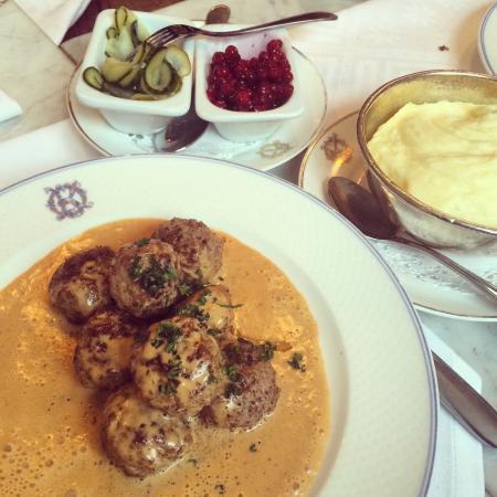 Operakallarens Bakficka : Les fameuses boulettes. Et cette sauce délicieuse !
