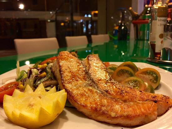 International Restaurant Veni : Grill salmón delicius !!!!