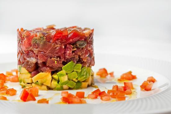 Conlaya: Tartar de Atún Rojo con vinagreta de tomate case