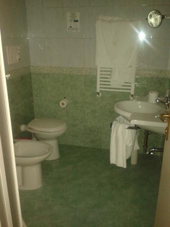 Osimar Hotel: Osimar Bathroom