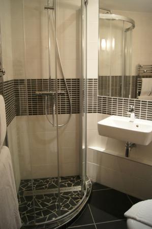 Hotel du Musee de l'Eau : Baño limpio