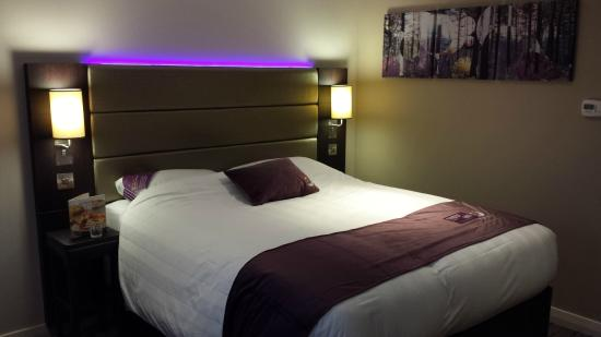 Premier Inn Silverstone: Nice room lighting