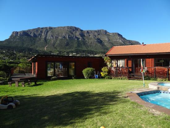 African Family Farm: Häuser und Blick auf den Tafelberg