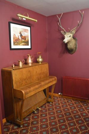 The Lochailort Inn : Piano