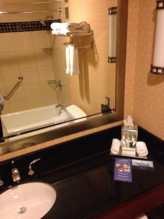 King bathroom 8th floor