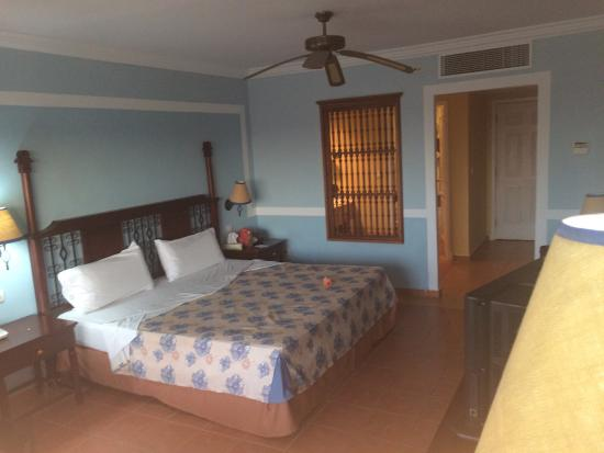 Memories Paraiso Beach Resort: Decent room. Nothin' fancy