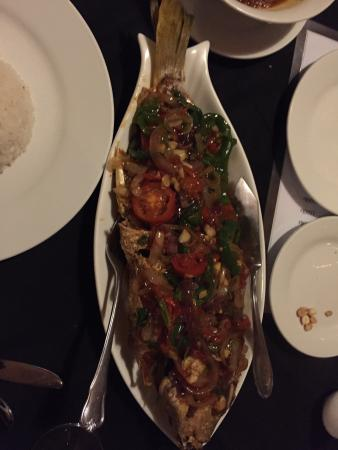 The Emerald Sea Resort: Tasty fish cooked up for dinner. Only $10 for a whole fish