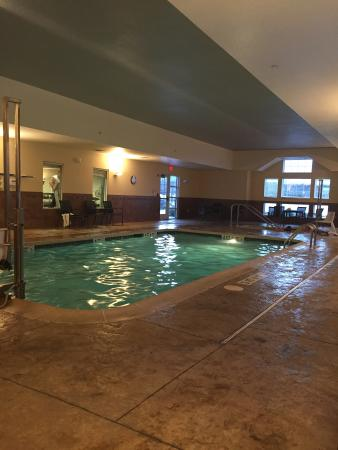 Residence Inn Mt. Laurel at Bishop's Gate: Warm and clean indoor pool area