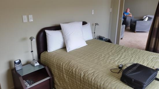 Edgewater Palms Apartments : Bed
