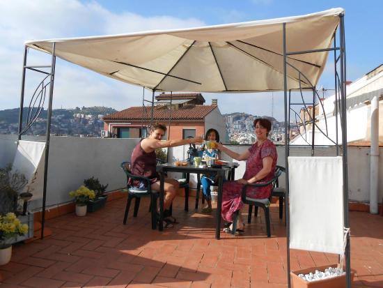 Barcelona Nice & Cozy: petit dejeuner sur terrasse du toit