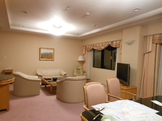 Yatsugatake Royal Hotel: 広々としたリビング