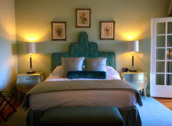 The King's Daughters Inn: The Trinity Suite