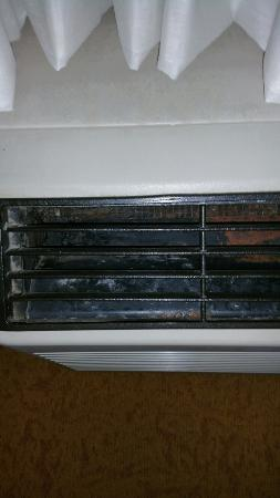 Country Inn & Suites By Carlson, Dalton : Dirty and dusty HVAC