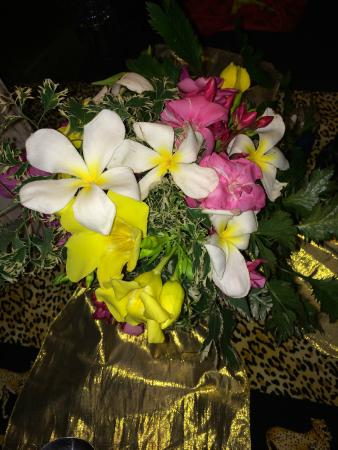 Tembo Village Resort Watamu: Fresh flowers as decorations on our table.