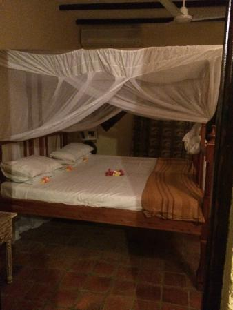‪‪Tembo Village Resort Watamu‬: Large supportive, yet soft beds with private bathroom.‬