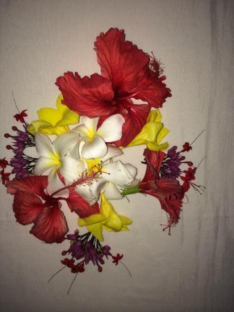 Tembo Village Resort Watamu: Flowers on the bed were so welcoming upon arrival.