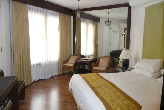 Wiang Inn Hotel: Large Well Appointed Room