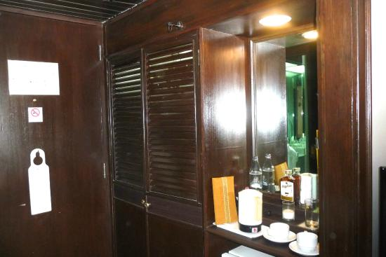 Wiang Inn Hotel: The Room Entance Area