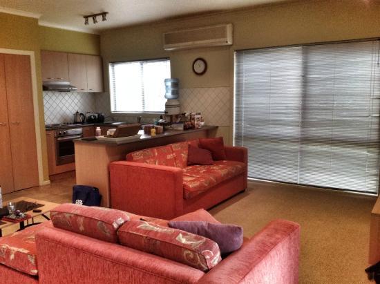 Otway Estate: Cottage 1 living room & kitchen