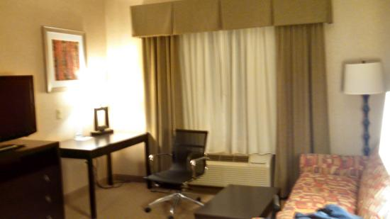Holiday Inn Express Hotel & Suites Olathe North: Office/Living area