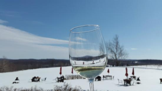 Greenhill Winery and Vineyards: Wine and rolling hills
