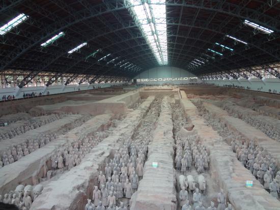 The Museum of Qin Terra-cotta Warriors and Horses: 兵馬俑の一部です。これで一部とは・・・すごいですよね@@;