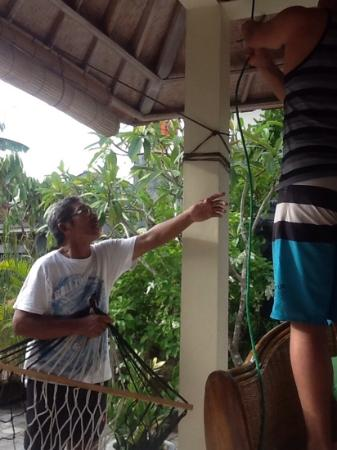 Puri Clinton Home Stay: Clinton helping us put up the hammock we purchased!