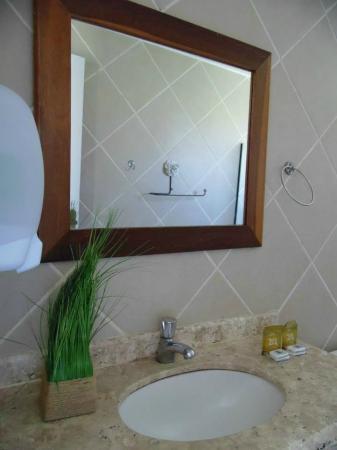 Pousada Tartaruga: Baño limpio y con linda decoración
