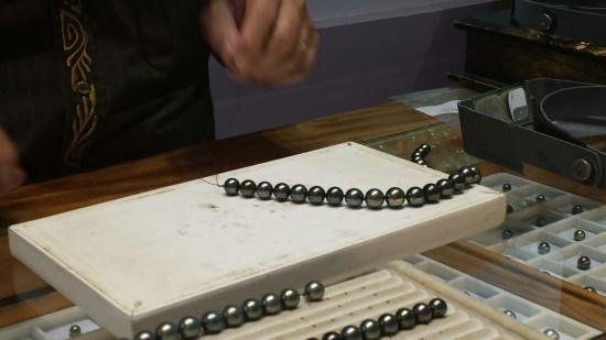 Pai Moana Perles : Peter Sr. restringing pearls