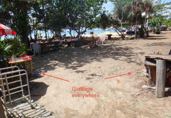 Ruan Mai Naiyang Beach: yard from room to restaurant and beach: dirty sand and garbage everywhere
