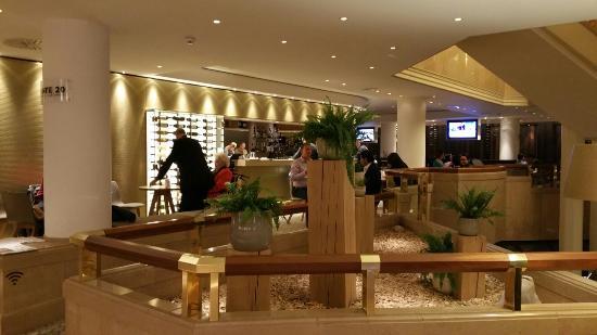 Movenpick Hotel & Casino Geneva : Bello ma....