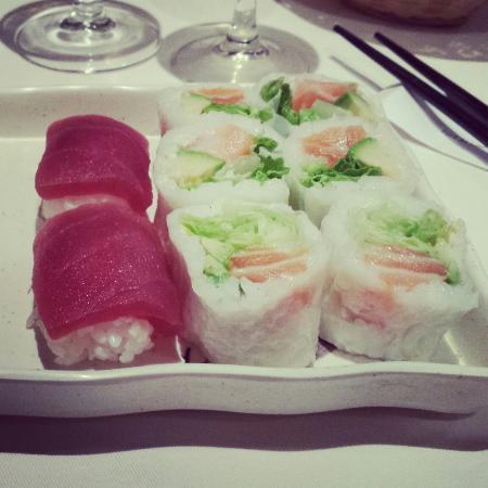 Osaka : Bon mais cher 7e les 6 spring et 3e les 2 sushis 10e dans l'assiette et encore les spring collai