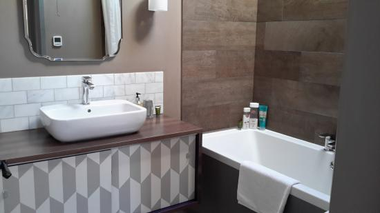 Hayeswood Lodge Boutique Bed & Breakfast: bathroom suites