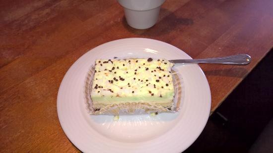 Cafe Bisketti: Mint Baileys cake